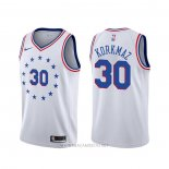 Camiseta Philadelphia 76ers Furkan Korkmaz NO 30 Earned Blanco